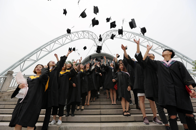 【毕业季】上海工程技术大学举行2017年毕业典礼暨
